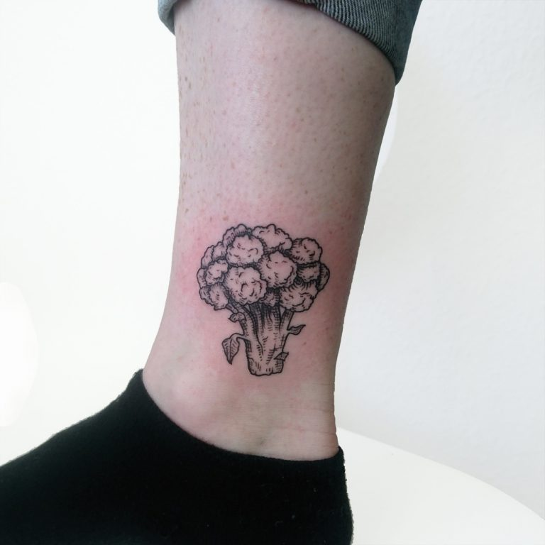 Broccoli tattoo on ankle in lineworktattoo and woodcuttattoo style, botanical tattoo